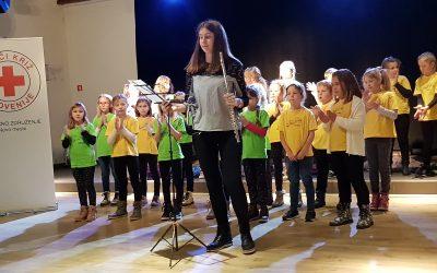 Otroški pevski zbor nastopil na podelitvi priznanj krvodajalcem RK Novo mesto