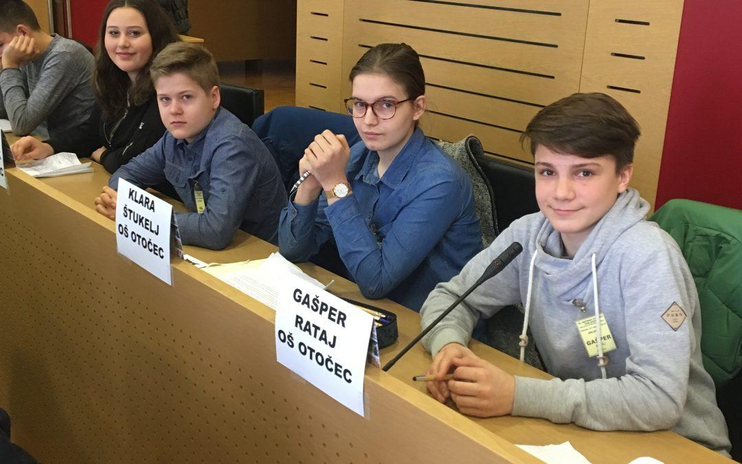 Učenci sodelovali na občinskem Otroškem parlamentu