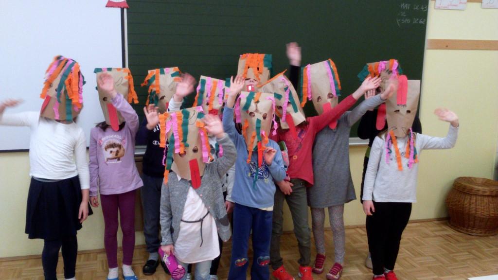 Kurenti obiskali otroke pri ustvarjalnem krožku