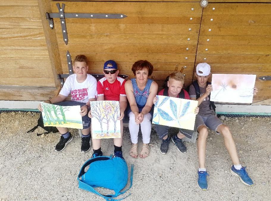 Učenci na 19. malem likovnem taboru